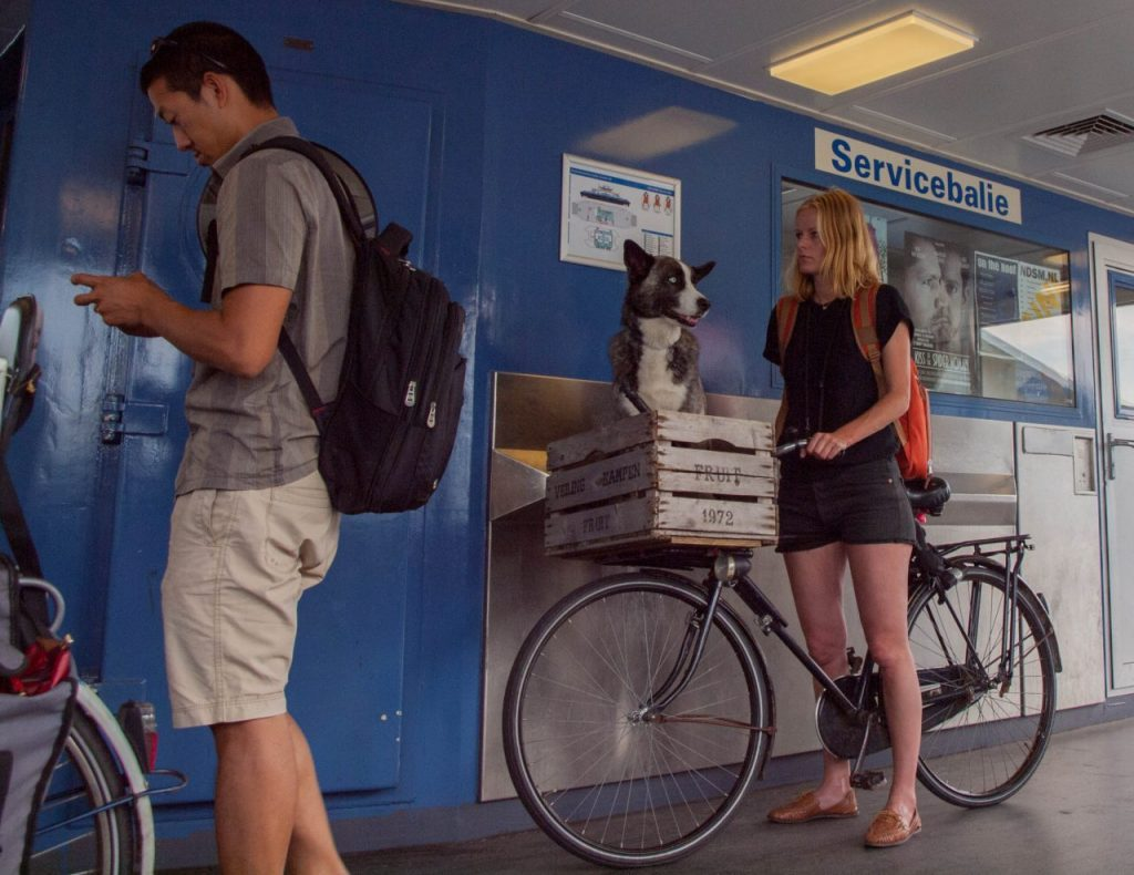 Städtereise Amsterdam Tipps: Wasserstraßen Niederlande. Amsterdam 1 Tag. Das holländische Venedig, Amsterdam, am Sonntag: die Fähren fahren immer und sind gratis.
