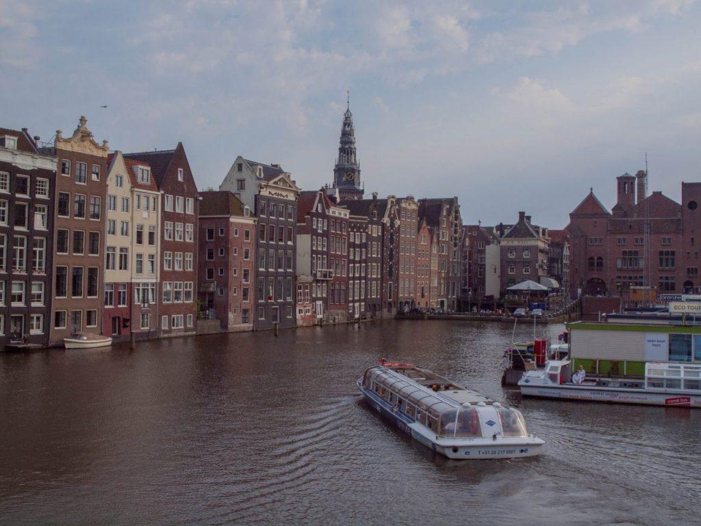 Holland, Venedig des Nordens. Wohin in Amsterdam? Finde unsere Sehenswürdigkeiten Amsterdam Karte in unserem Reiseartikel über die Top Sehenswürdigkeiten Amsterdam sowie Tipps: Grachtenfahrt Amsterdam vor Ort buchen und online.