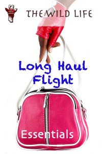 Travel essentials for long-haul flights. From when to book your flight, which seat to chose to what to wear on a longhaul flight, you find all answers in this comprehensive guide. Lightweight cabin luggage and clothes for a long-haul flight, tips, beauty advice for women and overnight flight essentials for men. #longhaul #flightessentials #whattowear #beauty #