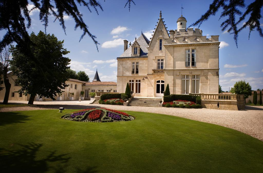 Chateau Pape Clement - chateau accommodation bordeaux