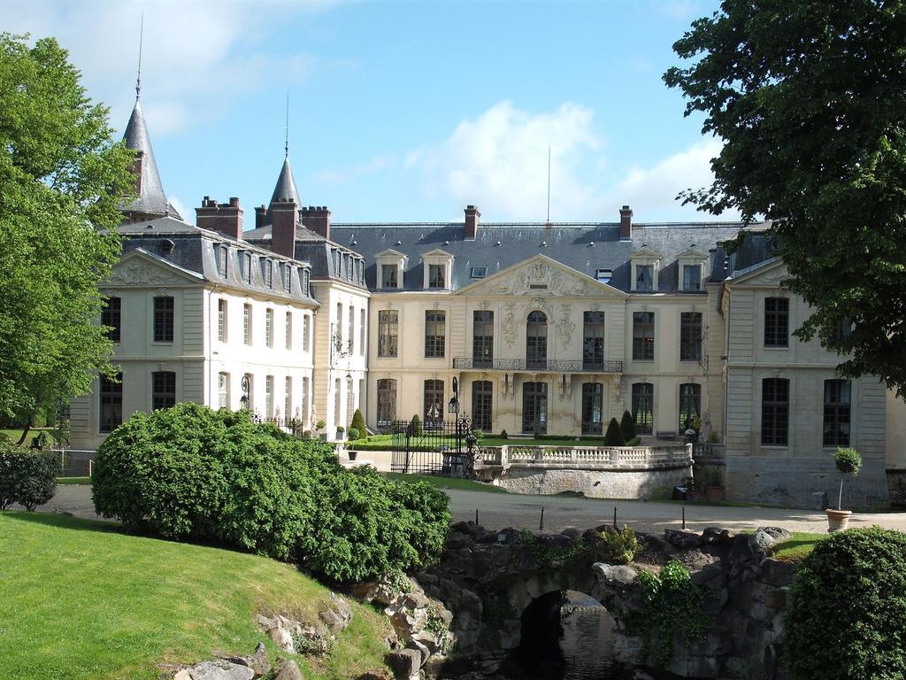Chateau D'Ermenonville - castles near paris, chateau holidays in france