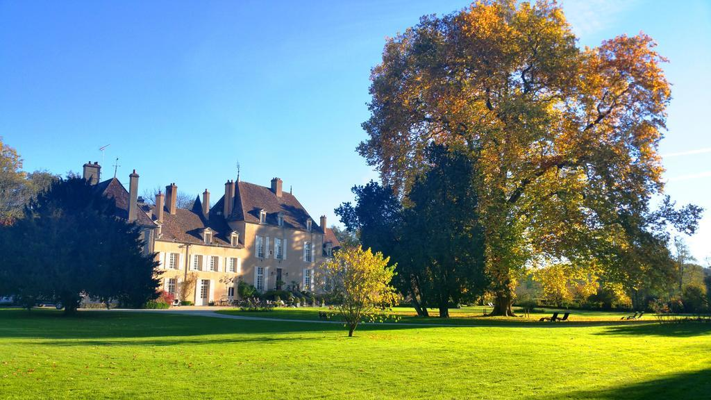 Chateau de Vault de Lugny: Boutique Hotels Burgundy Charme, Accommodation Burgundy France. bed and breakfast burgundy france